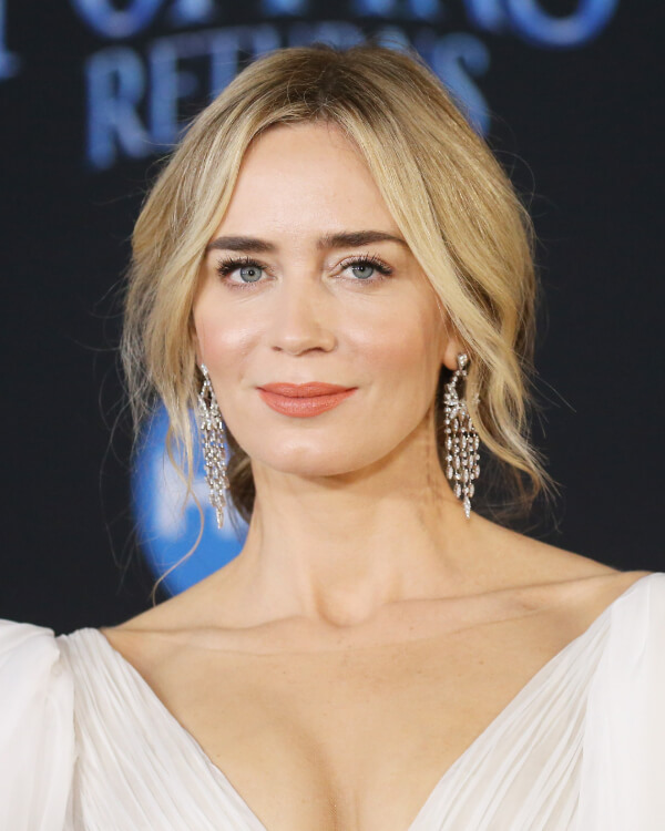 Emily Blunt wearing White Kites Drop Earrings.