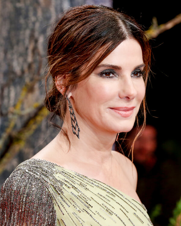 Sandra Bullock wearing Lady Stardust Long Earrings in black diamonds.
