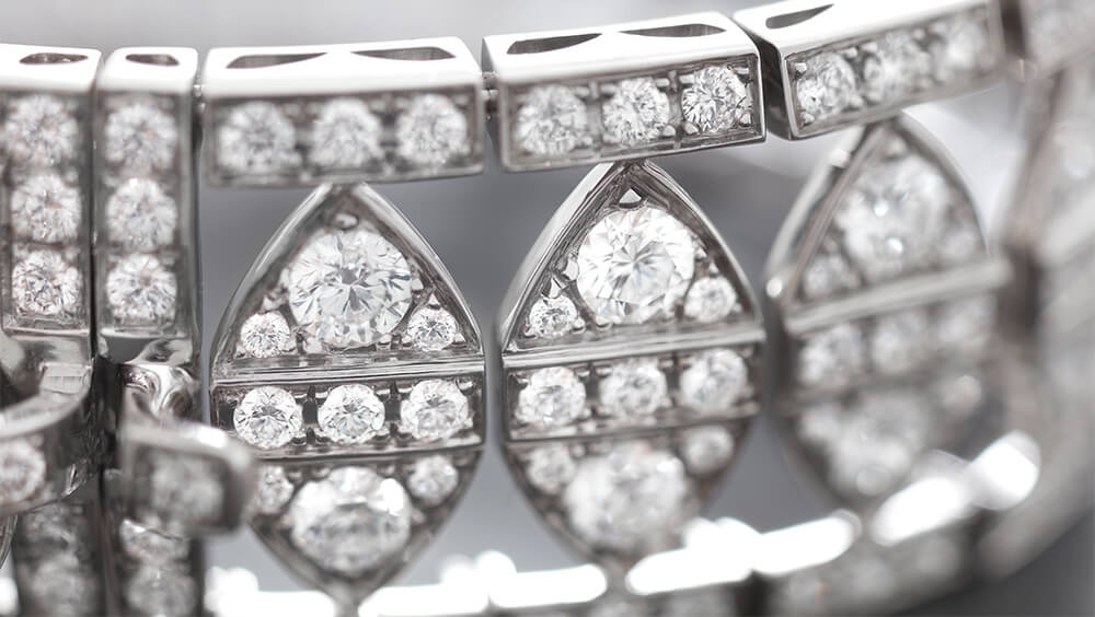 Close up of Deco New York Bracelet in white diamond and white gold.