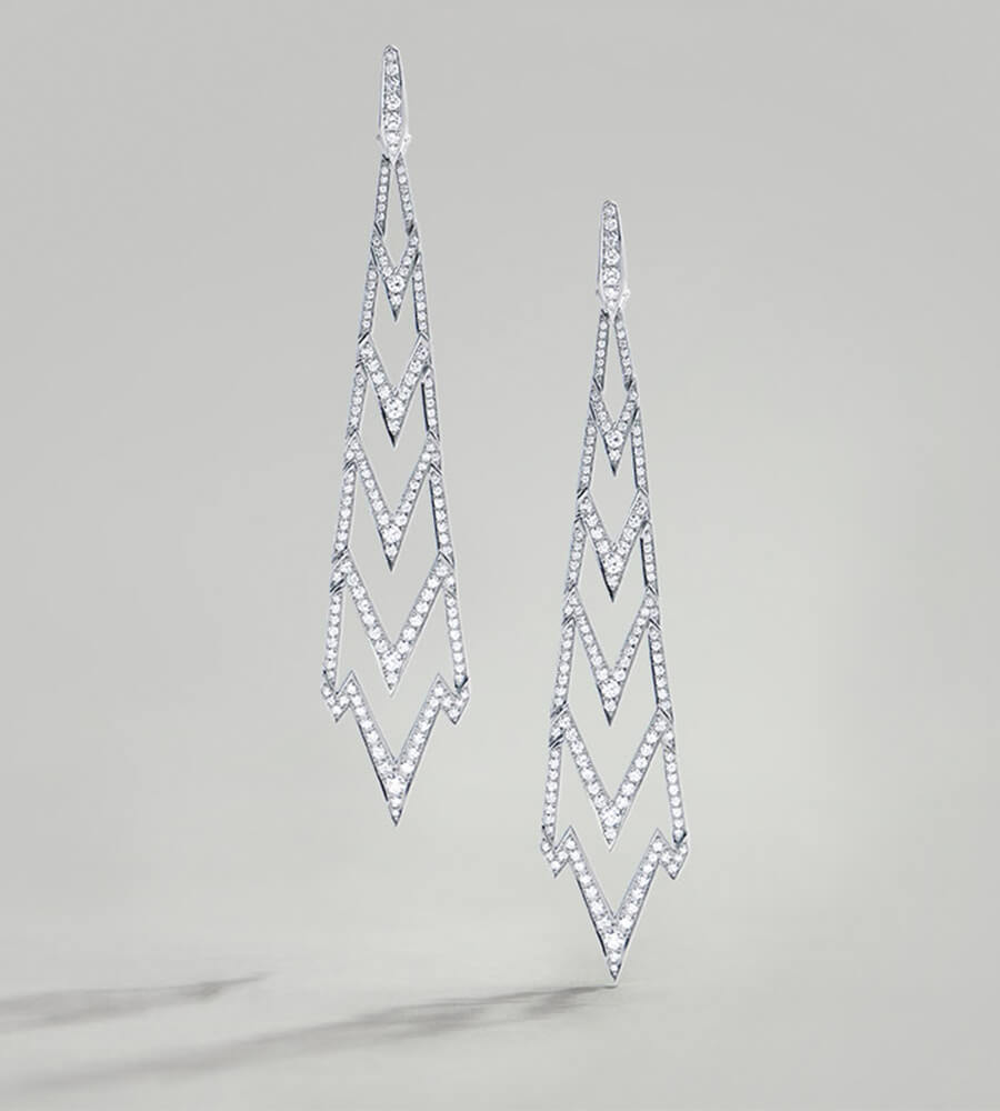 Lady Stardust Long Earrings in white diamond and white gold.