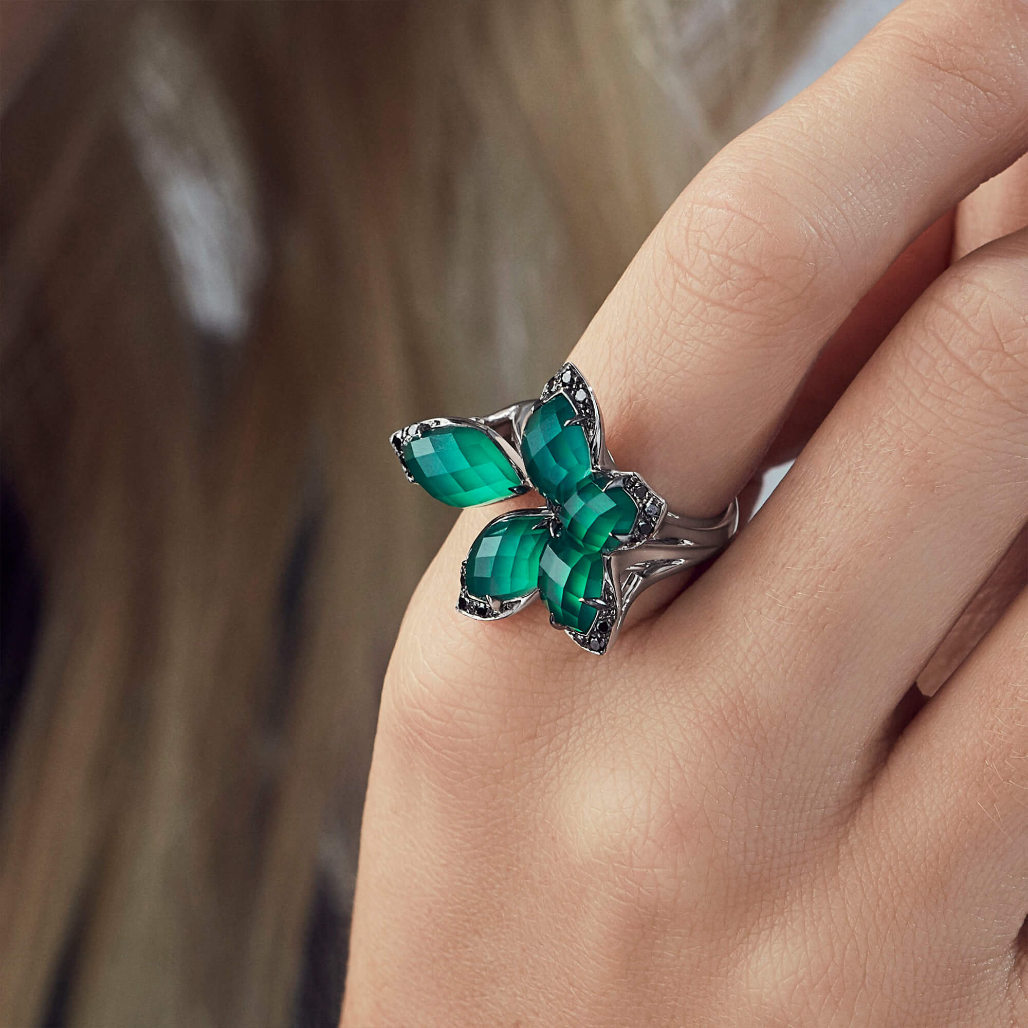 Small White Gold and Green Agate Ring | Love Me, Love Me Not
