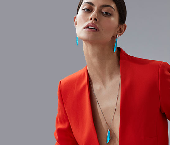 Model wearing the CH2 Shard Pendant in Turquoise Crystal Haze and 18ct white gold.