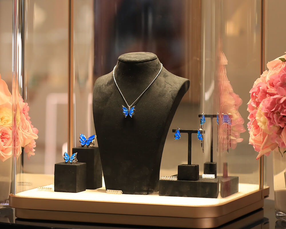 Stephen Webster's Fly by Night collection available at SKP Beijing.